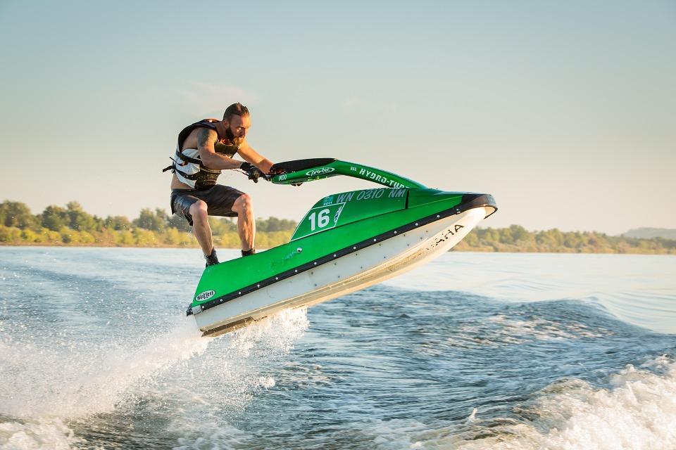 Le jet ski, un sport nautique populaire